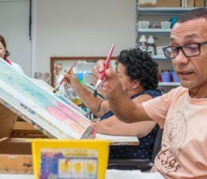 Pacientes fazem seus desenhos na arte terapia - 1