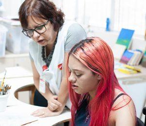 Pacientes fazem seus desenhos na arte terapia - 2
