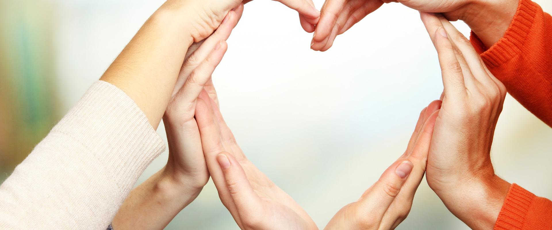 Mãos em formato de coração