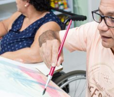 Homem pintando